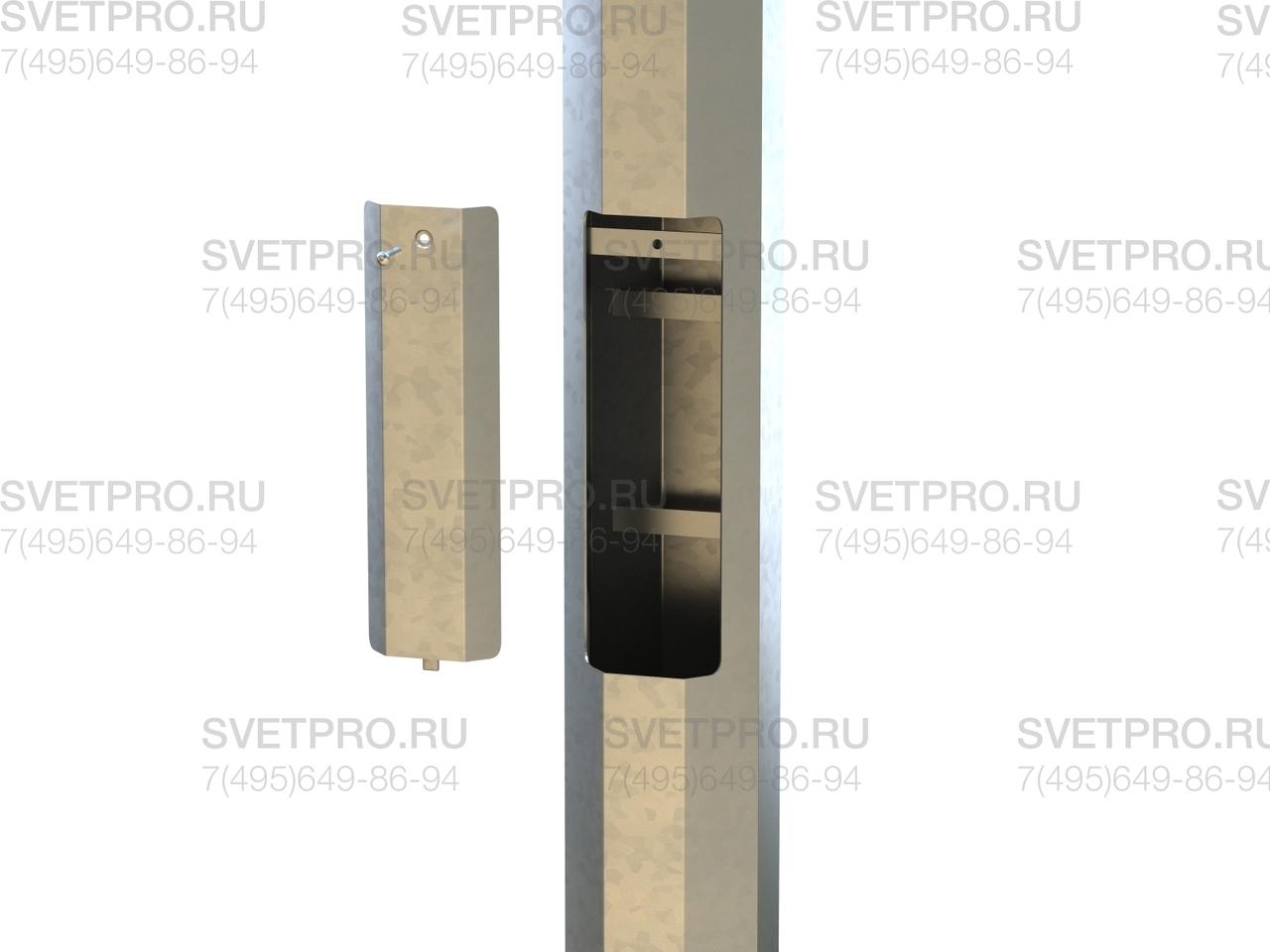Ревизионное отверстие необходимо для подключения силовой подземной линии к проводке опоры. Внутри технологического лючка имеются монтажные планки, на которые крепится вводный щиток. Отверстие закрывается крышкой для защиты от осадков и посторонних.