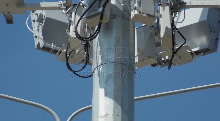 На мачты ВМО также предварительно перед размещением в производство нужно согласовывать тип крепления кронштейна под прожектора и пускорегулирующую аппаратуру.