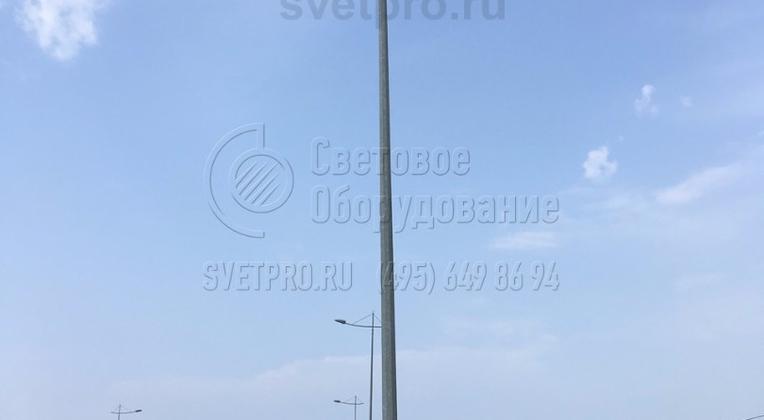 Провода для работы ламп проводятся в траншеях под тротуаром или газоном. Проводка от основания к верхушке выполнена внутри инженерной конструкции. Благодаря этому снаружи полностью отсутствуют кабели, которые портят внешний вид изделия и могут быть повреждены.