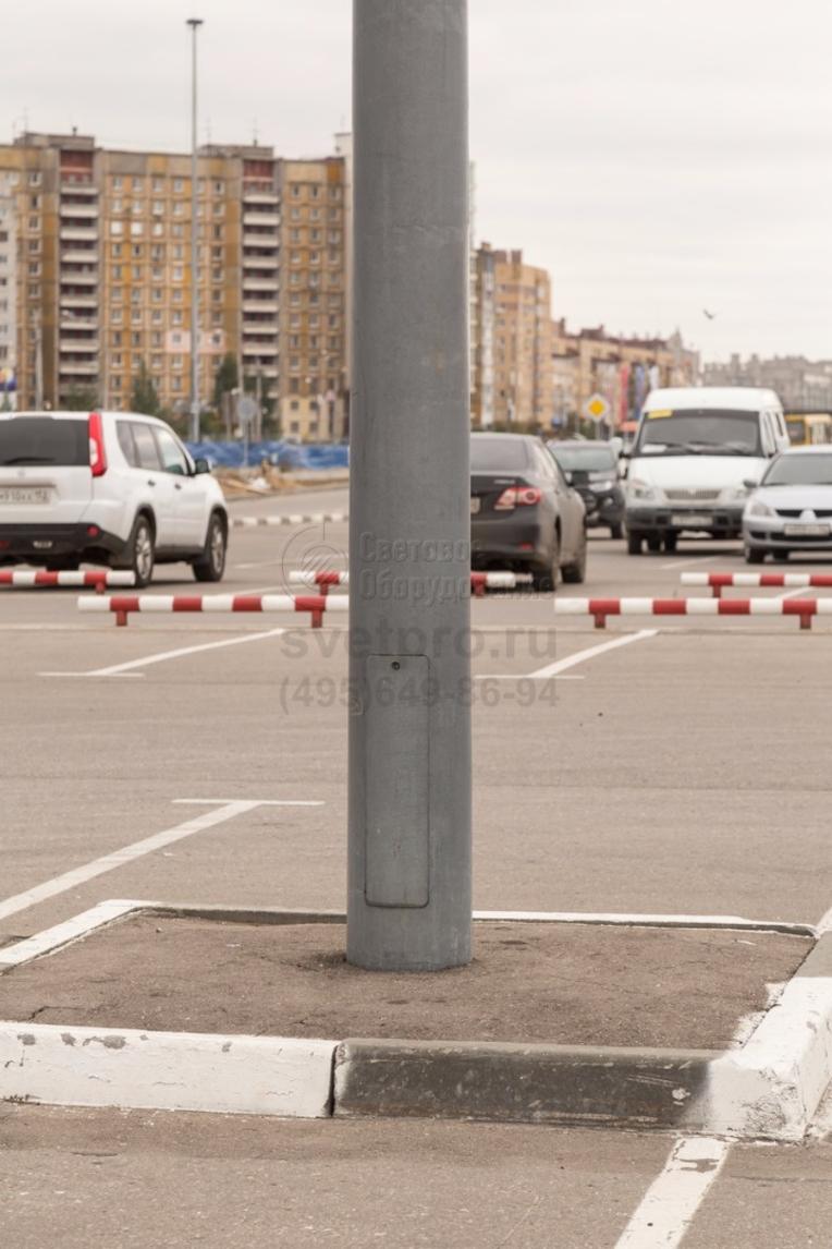 У опоры НПК предусмотрен ревизионный лючок для подключения светильников с магистральным кабелем и установки предохранителей для защиты светильников.
