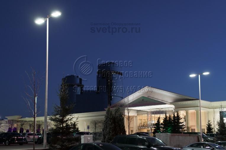 Освещение стоянки с использованием опор НПК в г. Москва.