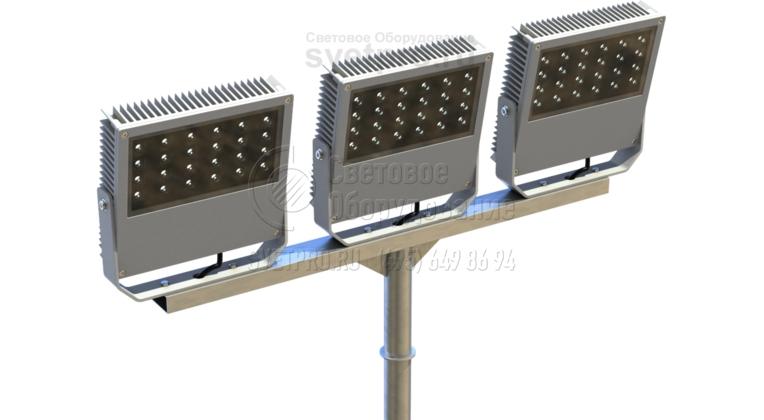 На изображении представлен пример использования Т-образного кронштейна для установки 3 прожекторов. В нижней части конструкции имеется хвостовая часть, ограниченная шайбой. Она нужна для того, чтобы установить кронштейн в оголовок опоры. Шайба защищает опору от попадания внутрь воды и пыли.
