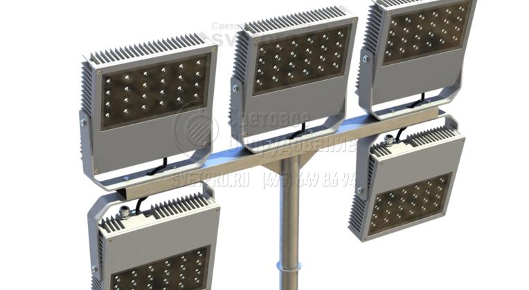 Прожекторы направленного света можно устанавливать сверху и снизу горизонтальной детали. В варианте на изображении СП установлены снизу. Это дает возможность намного увеличить число световых приборов, не увеличивая габариты самого кронштейна. Так можно ярко осветить спортивный объект.
