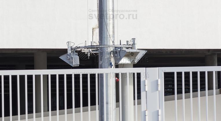 Расположение прожекторов и ПРА на мобильной короне должно быть симметричным, это нужно для того, чтобы при спуске и подъёме не было перекоса и заклинивания короны.