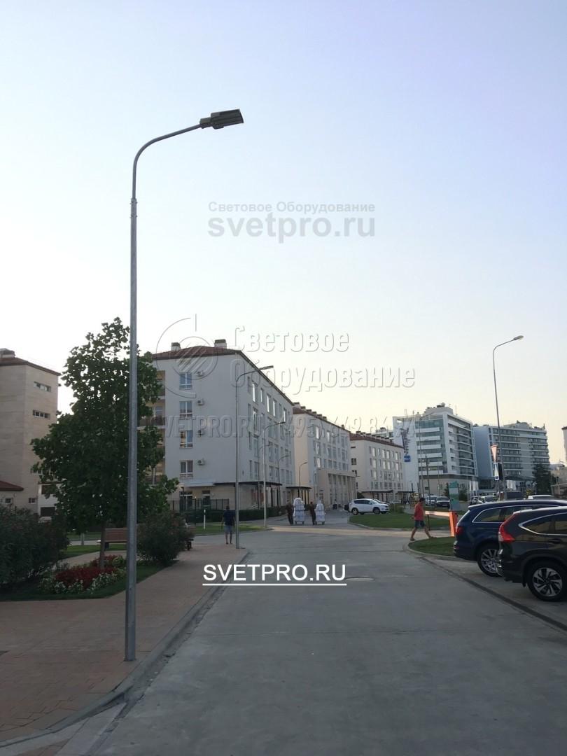 Для освещения придомовых территорий в основном используют опоры ОГК и консольные кронштейны.