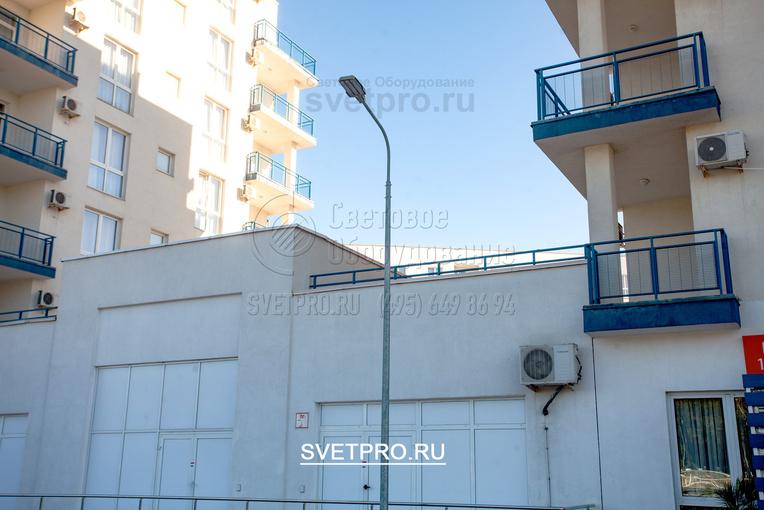 ОГК можно использовать для освещения территорий жилых комплексов. Чтобы сократить затраты на эксплуатацию осветительной инфраструктуры в качестве светильников лучше использовать светодиодные модели. Они потребляют меньше электричества и не требуют замены.
