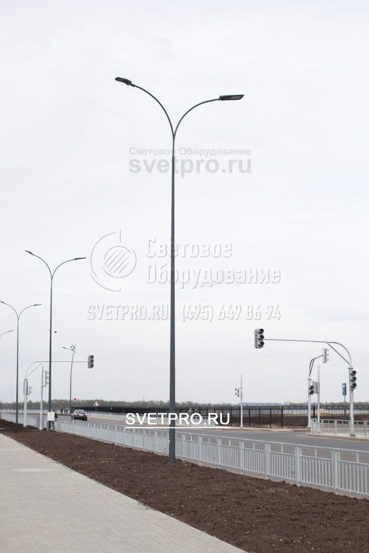 Окрашивание опоры является опциональным, но дает возможность значительно улучшить ее внешний вид и вписать в современный стиль оформления улиц. В такой же цвет можно окрасить и кронштейн, который служит для крепления светильников в верхней части ОГК.