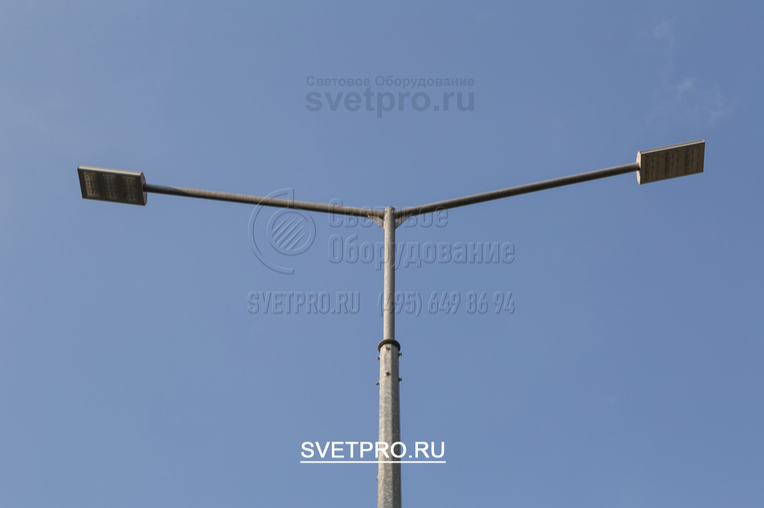 Опоре ОГК можно придать современный внешний вид. Помимо кронштейнов с рожками, изогнутыми в виде дуги, используются модели с угловым соединением. На них устанавливаются светодиодные светильники, которые сокращают затраты на освещение улиц и промышленных территорий.