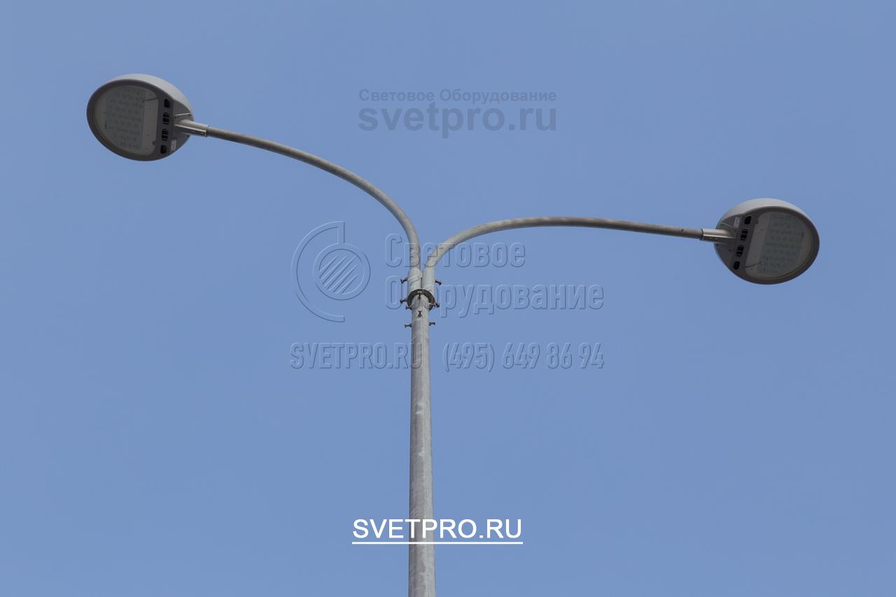 Наиболее экономичным способом осветить открытые площадки являются светодиодные светильники. Они потребляют мало электроэнергии, имеют большой срок службы. Выделяют мало тепла и не нуждаются в громоздких пускорегулирующих устройствах, безопасны для окружающей среды.