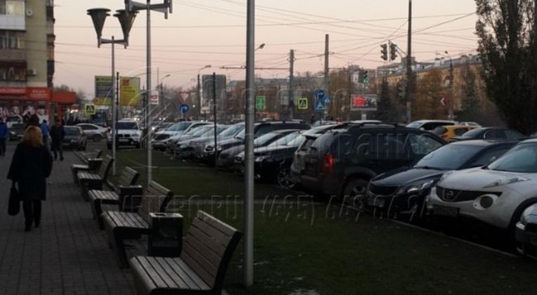 Освещение у ТРЦ в г. Москва с использованием опор НПК-5,0/6,25-02-ц. л.