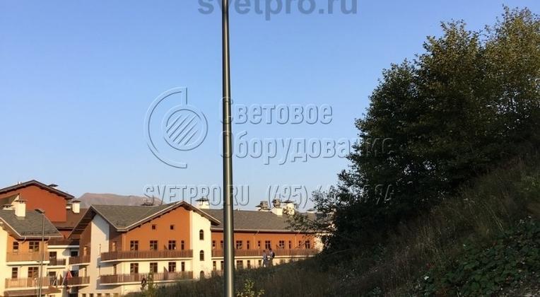 Освещение тротуаров в г. Сочи. Опоры НПК-5,0/6,25-02-ц дополнительно обрабатываются декоративным покрытием порошковая окраска.