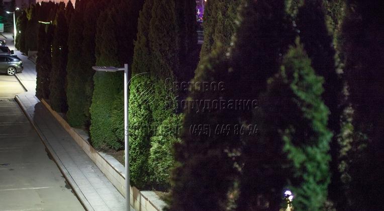 Освещение тротуара и парковки опорами НПК-5,0/6,25-02-ц. л. в г. Москва.