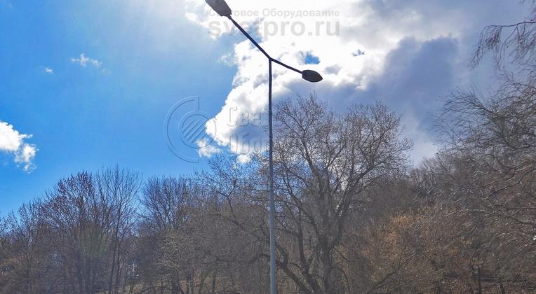 Опоры НПК-7,0/8,5-02-ц., г. Нижний Новгород, Нижневолжская набережная. С возможностью установки консольного кронштейна на 2 светильника.