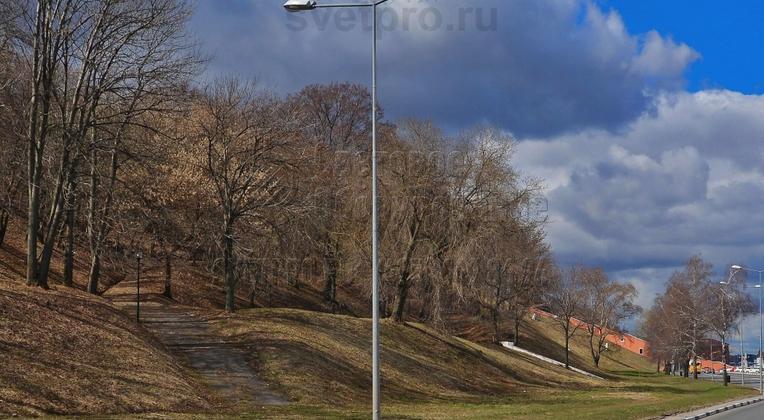Освещение проезжей части вблизи набережной опорами НПК-7,0/8,5-02-ц., г. Нижний Новгород.