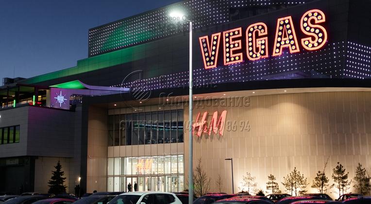 Освещение парковки ТРЦ Vegas г. Москва опорами НПК-9,0/11,0-02-ц., также обрабатываются декоративным покрытием порошковая окраска (RAL оговаривается при заказе).