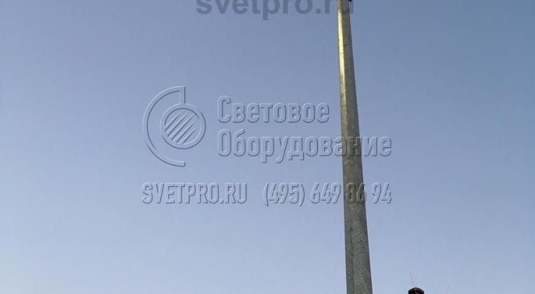 На фото изображена опора, на верхушке которой установлен светодиодный светильник. Использование светодиодных источников света дает возможность значительно сократить затраты энергии на освещение улиц. Сами светодиоды служат долго, лампы не требуют замены в течение всего срока службы.