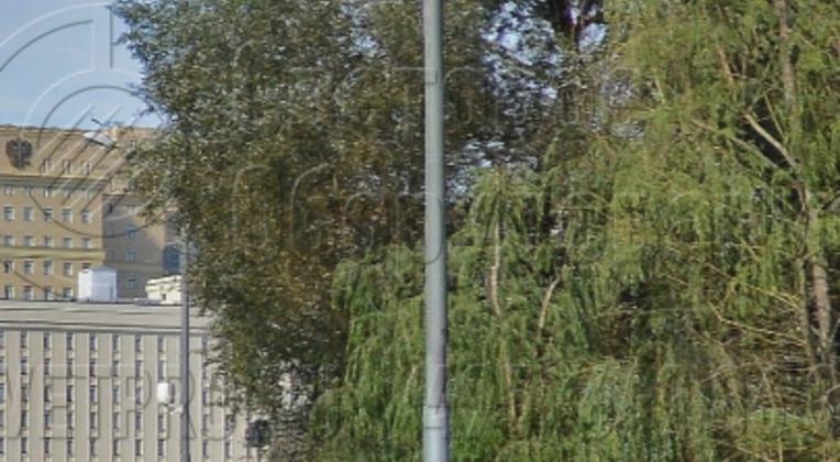 На фото представлена трубчатая опора с круглым поперечным сечением. Главная особенность корпуса – сегментная конструкция. Используется несколько труб разного диаметра. У этой модели ствол разбирается на несколько частей, чтобы их можно было перевезти на еврофуре по дорогам общего пользования.