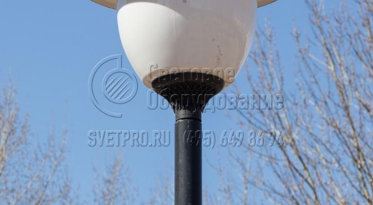 На изображении представлен пример установки светильника на верхней части корпуса. В таком варианте использовать консоли не нужно. Диаметр отверстия в нижней части точно соответствует диаметру верхнего сегмента корпуса. Не нужно использовать переходники и муфты, ухудшающие внешний вид.